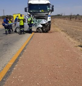 Fatal crash into a truck on the R521 at Kalkbank